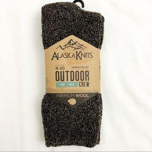 Light Gray Womens 4-10 Alaska Knits Hiker Premium Wool Blend Crew Boot Socks